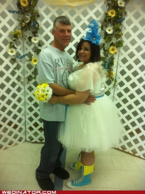 bride,converse,funny wedding photos