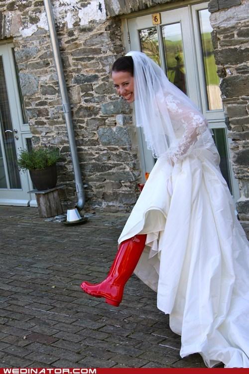 bride funny wedding photos shoes - 5930679040