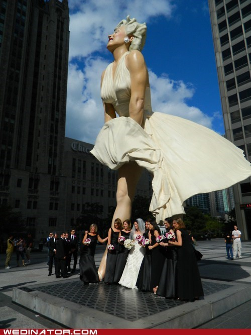 bride,bridesmaids,funny wedding photos,statues