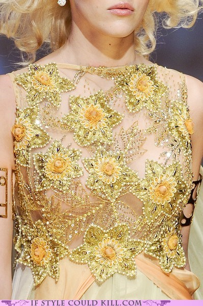 cool accessories,daffodils,runway,spring