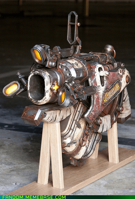 cosplay Gears of War gun prop video games