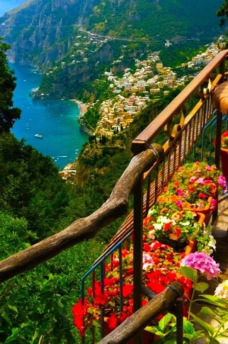 balcony Italy ocean view
