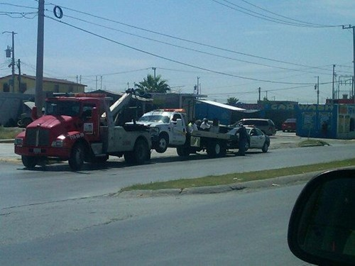 police car,tow truck,towing