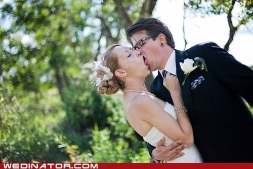 bride funny wedding photos groom KISS