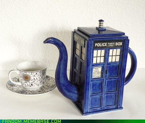doctor who Fan Art tardis tea pot - 6079871232