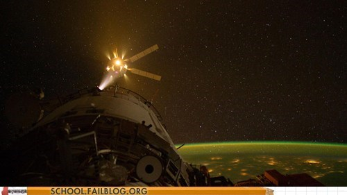 gizmodo in spaaaace space station - 6091020800