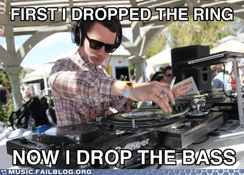 dj,elijah wood,Lord of the Rings,turntable