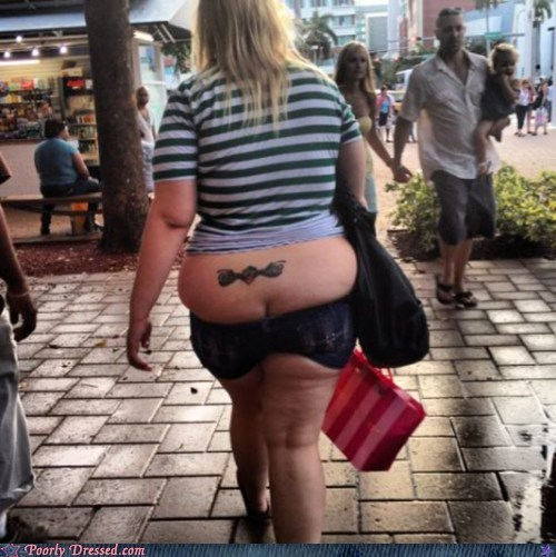 butt crack muffin top poorly dressed shorts