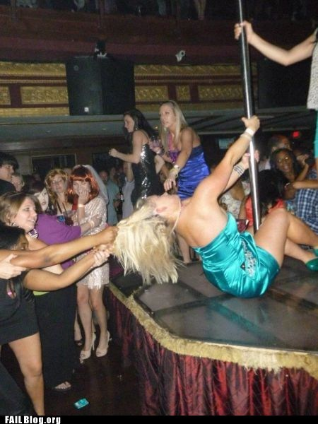 cat fight clubbing dancing hair pull stripper pole - 6158260480