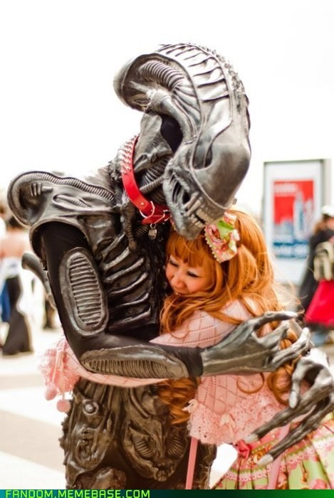 alien hugs convention cosplay - 6162729728