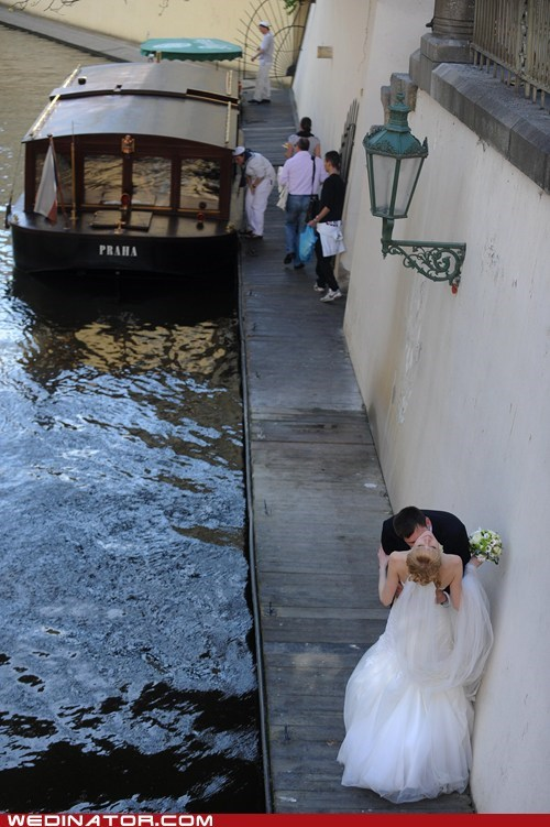 bride funny wedding photos groom Italy KISS venice - 6165704704
