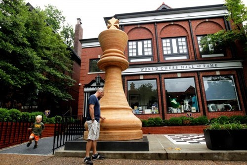 chess piece Photo st-louis world record worlds-largest-chess-piece - 6207298560