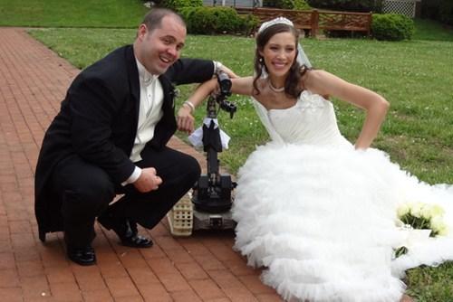 bomb disposal robot,dragon runner,ringbearer,Tech,wedding