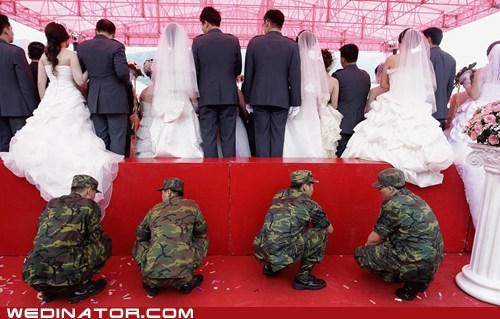 funny wedding photos,soldiers,Taiwan,wedding