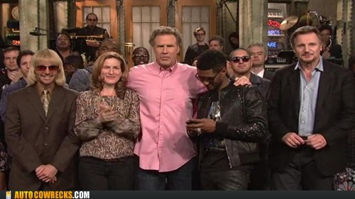 co-hosting get off your phone SNL texting in public usher - 6227718400