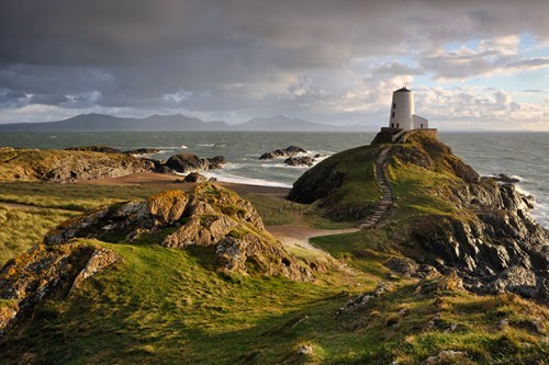 cliffs,island,ocean,tower,Wales