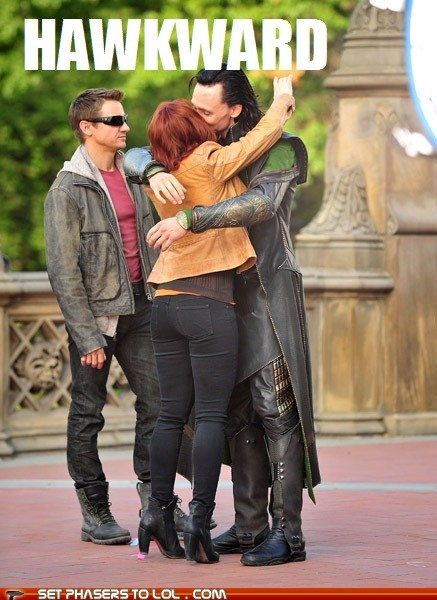 akward Black Widow hawkeye Jeremy renner kissing loki scarlett johannson third wheel tom hiddleston - 6297789440