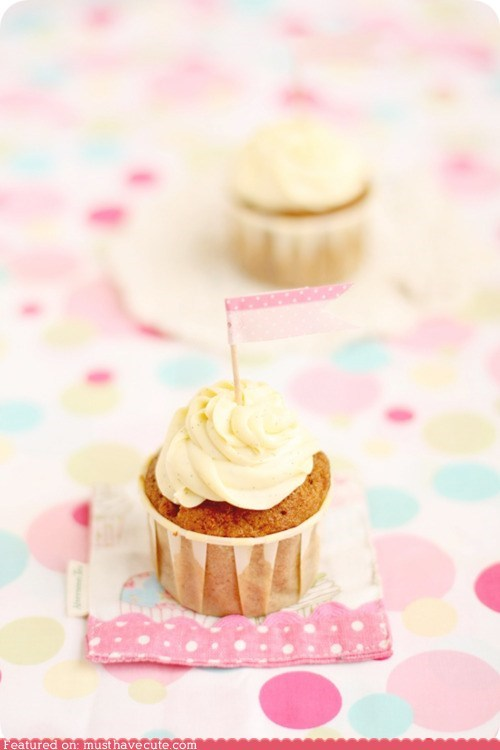 carrot cake cupcakes epicute flags frosting pink - 6304205824