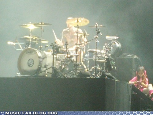 blink 182 concert daughter live parenting travis barker