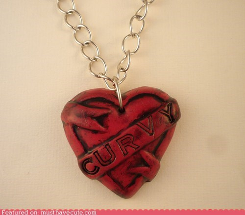 banner chain curvy heart necklace - 6336701440