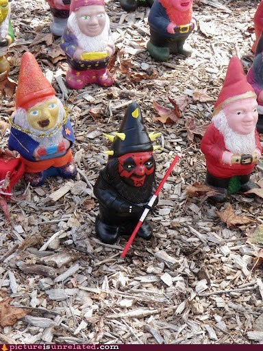 darth maul,lawn gnomes,star wars episode I,wtf