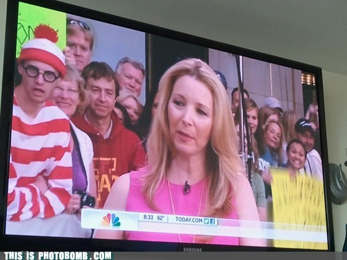 crowd,lisa kudrow,today show,TV,tv bomb,waldo