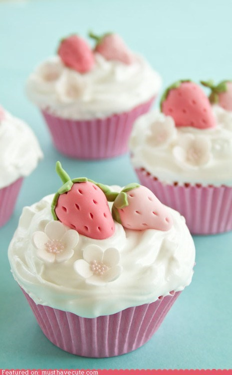 cupcakes epicute frosting gum paste modeled strawberries - 6411351040