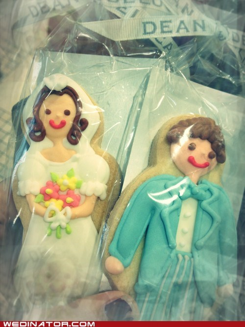 bride,cookies,funny wedding photos,groom