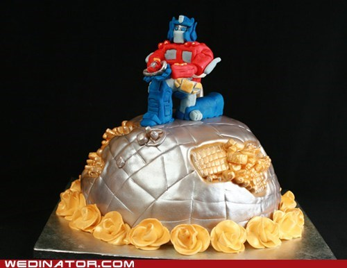 cakes,funny wedding photos,geek,optimus prime,wedding cakes