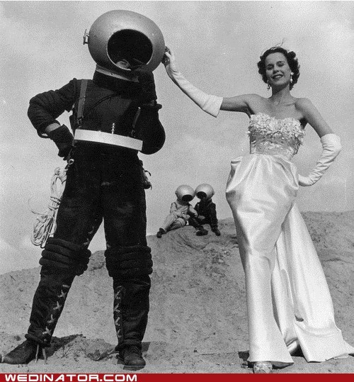 Aliens,bride,funny wedding photos,space suit,wedding dress