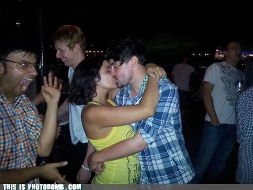 Awkward couple kissing wtf - 6444664320