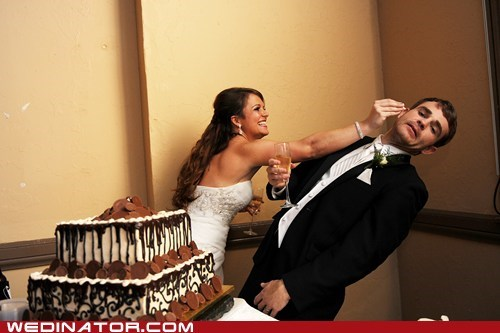bride,cake,funny wedding photos,groom