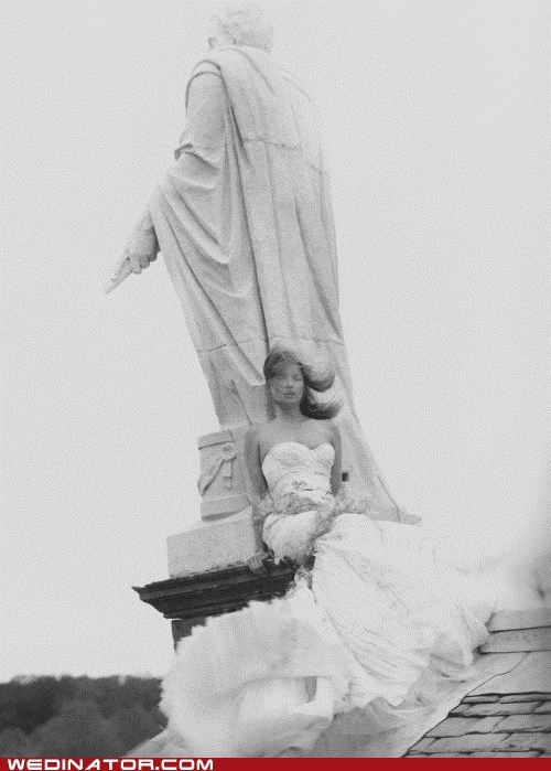 funny wedding photos Kate Moss models statue
