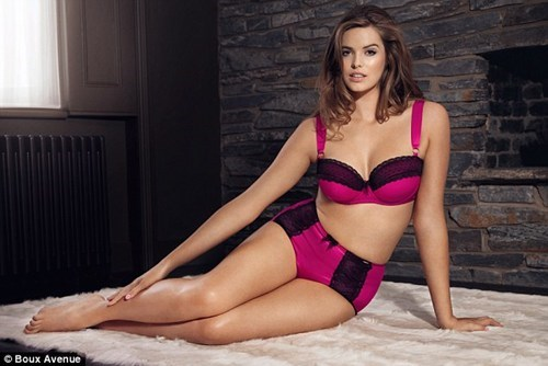 plus-size lingerie model,plus-size model,robyn lawley,this is all kinds of righ