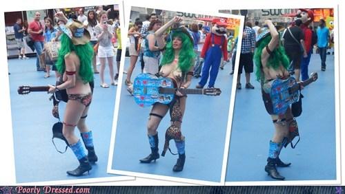 au naturale bewbs busking guitar lady bits street performer - 6478767872