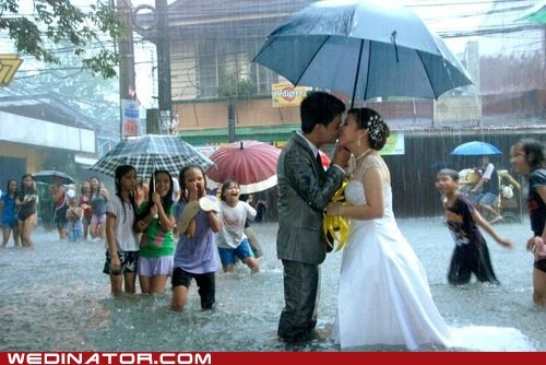 bride,flood,funny wedding photos,groom,KISS,rain