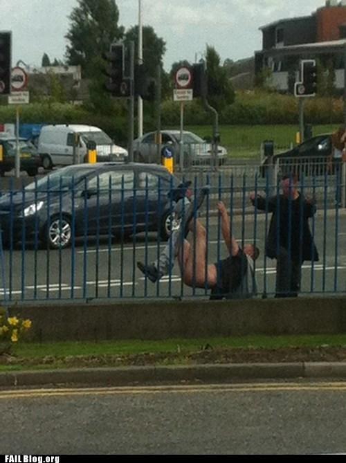 climbing fence pants fall down - 6519434240