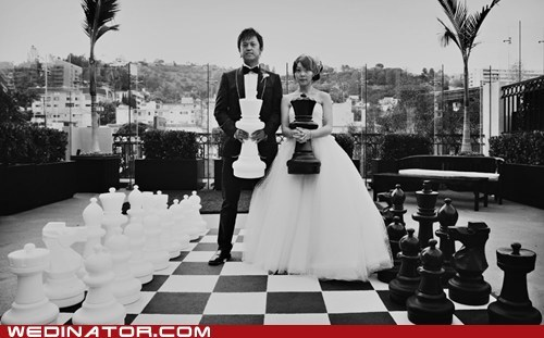 bride,chess,funny wedding photos,groom