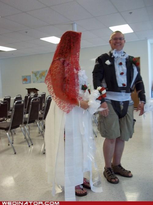 bride fashion funny wedding photos groom toilet paper - 6531590400
