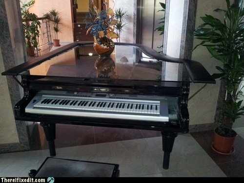 keyboard piano sur la table table - 6540075776