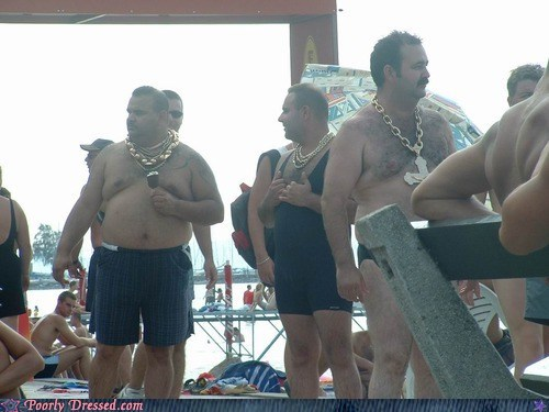gold chains hairy men swimming pool - 6555115008