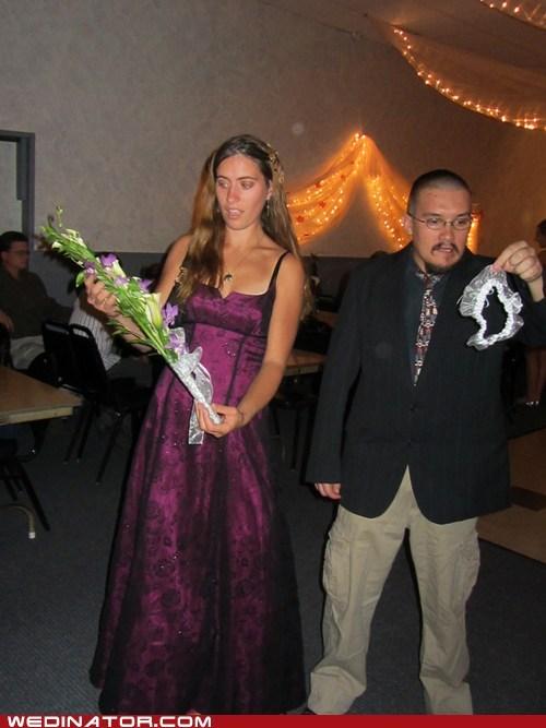 Awkward bouquet catch couple friends Garter - 6588707328