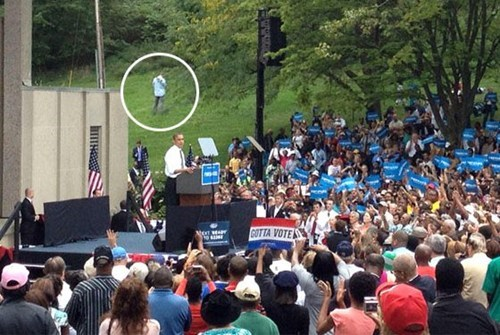1-photobomber election 2012 obama peeing guy So This Happened
