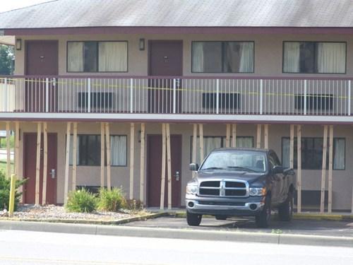 glue motel planks scaffolding stilts - 6599513856