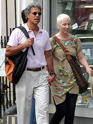 annie lennox celeb eurythmics third marriage - 6611429888