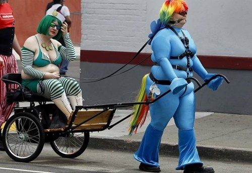 Bronies cosplay my little ponies wtf