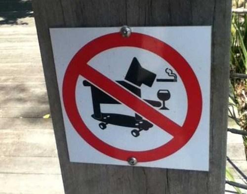pets sign skating warning - 6619269632