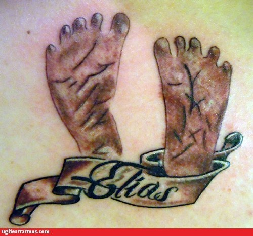 It's a tattoo of the feet because the face was messed up even worse...