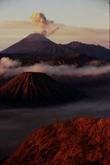 mountain,landscape,mount doom,volcano