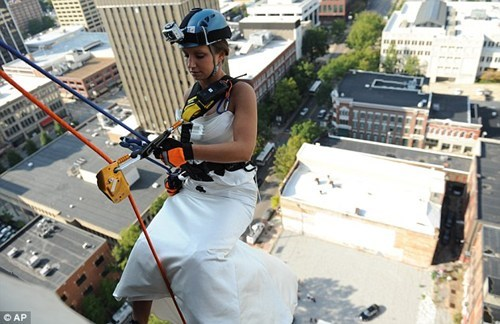 rappel,building,climb,lower,bride,arrival